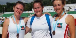 Aurélie Bouchot et Alice Bourdé, en compagnie de leur coach après leur médaille de bronze